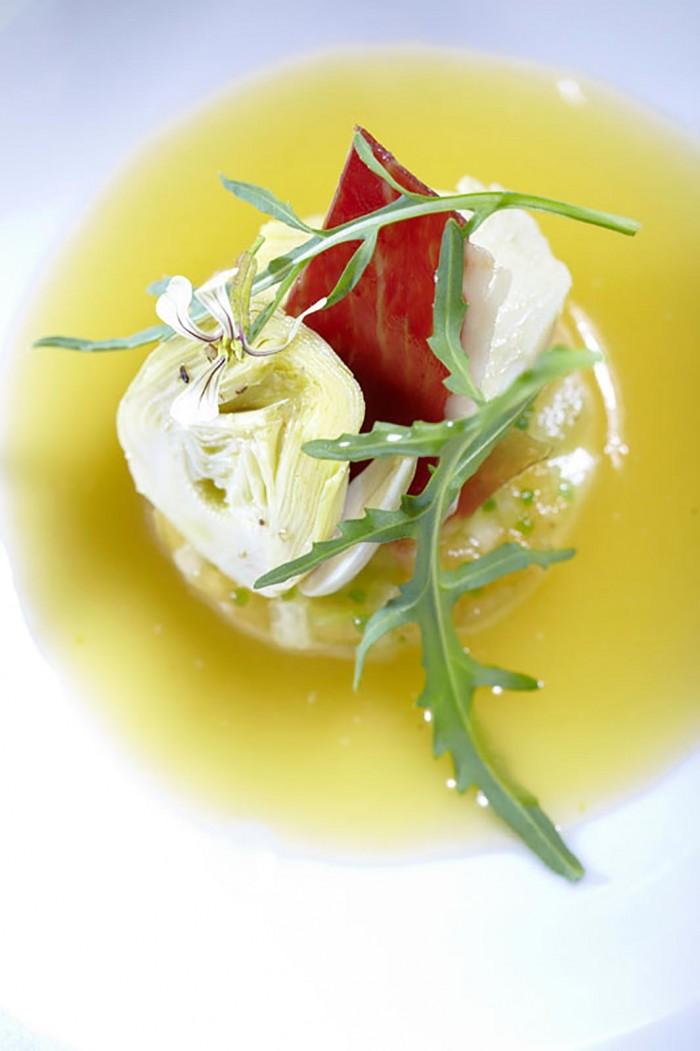 photo du plat de la recette artichaut, chèvre, belotta crée par le chef etoile eric guerin