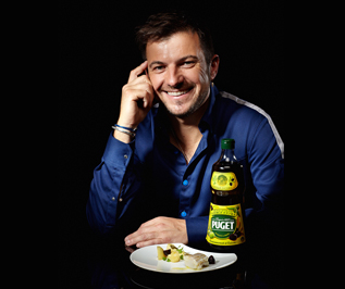 Eric Guerin qui a prêté son image et créé des recettes pour une opération mettant en scène l'huile d'olive Puget