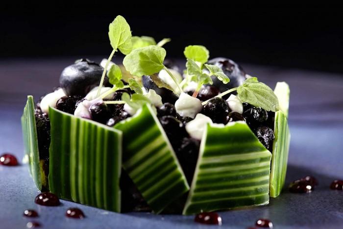 photo de la recette du chef Eric Guerin. Tarte aux myrtilles dessert servi au restaurant étoilé au guide michelin la mare aux oiseaux en Loire atlantique