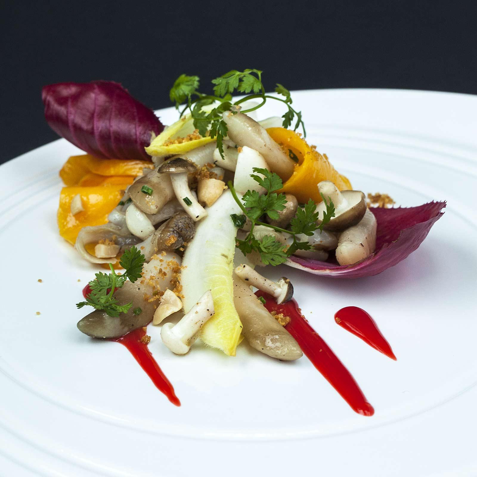 salade de couteaux, mangue, betterave, endives et purée d'églantine, recette du chef étoilée de la Mare aux Oiseaux et du Jardin des Plumes, Eric Guerin.