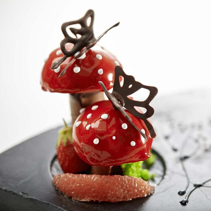 création de Rodolphe Groizard, le talentueux et créatif chef pâtissier de la Mare aux Oiseaux, le restaurant du chef Eric Guérin. Des desserts colorés, graphiques et gourmands en trompe l'oeil